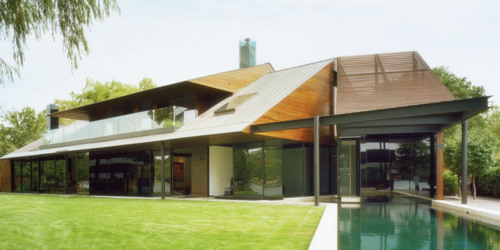 5320-modern-lakehouse-with-pool-and-lawn-1
