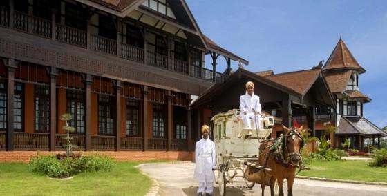 tram-tro-truoc-kien-truc-cum-khach-san-aureum-palace-o-myanmar (10)