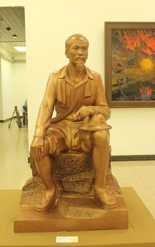 trien-lam-cac-tac-pham-my-thuat-ve-hai-cuoc-khang-chien-giai-doan-1930-1975 (7)