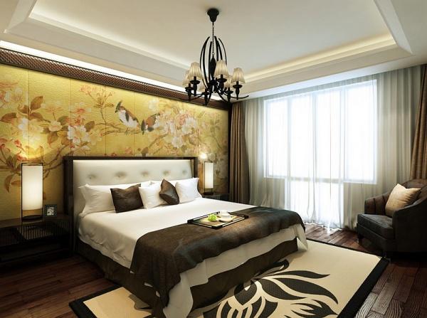 Đầu giường phòng ngủ ấn tượng với bức tranh hoa điểu truyền thống của văn hóa Trung Hoa