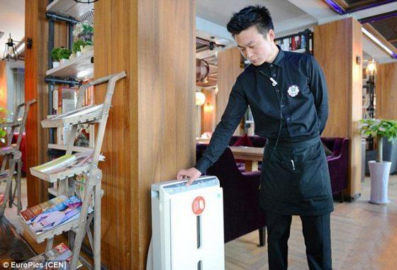máy lọc không khí trong quán cafe