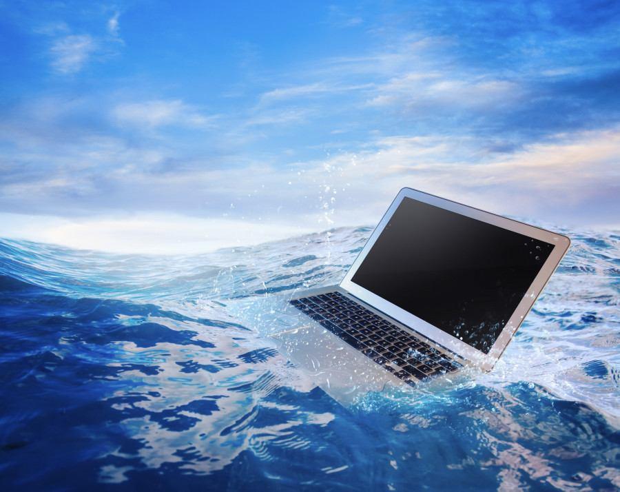 laptop bị nước vào