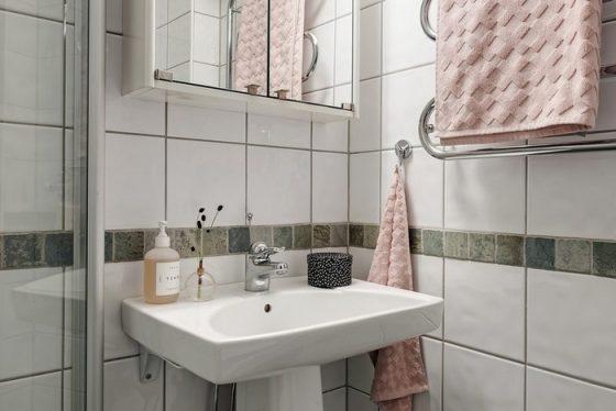 Phòng tắm tuy nhỏ nhưng luôn sạch sẽ và gần như tiện thể nghi.