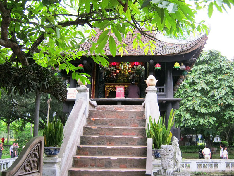 Cầu thang lên chùa